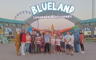 Gönüllülerden Sokakta Çalisan Çocuklara Lunapark Sürprizi