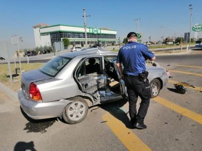 Hafif Ticari Araçla Otomobil Çarpisti Açiklamasi 7 Yarali