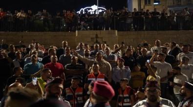 Israil Güçleri, Bayrami Kutlayan Filistinliler'e Saldirdi
