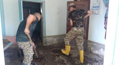 Kirgizistan'da Sel Açiklamasi 1 Ölü