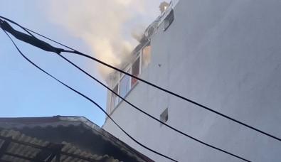 Kurban Bayrami'nda Yangin Panigi Açiklamasi 4 Katli Binani Çati Kati Yandi