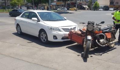 Motosiklet Ile Otomobil Çarpisti Açiklamasi 2 Yarali