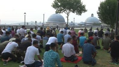Süleymaniye Camii'nde Binlerce Vatandasin Katilimiyla Bayram Namazi Kilindi