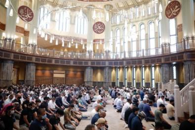 Taksim Camii'nde ilk Kurban Bayramı namazı