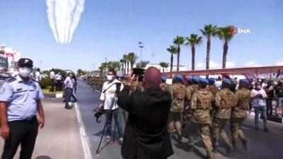 Türk Yildizlari KKTC'de Gökyüzüne Ay Yildiz Çizdi