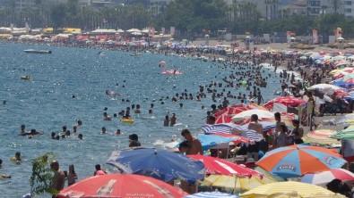 Antalya'da Sahillerde Yerli Turist Yogunlugu