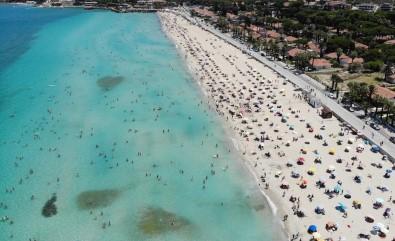 Çesme'de Nüfus 1 Milyonu Asti; Plajlardaki Kalabalik Havadan Görüntülendi