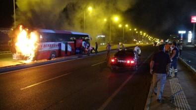 Diyarbakir'da Faciadan Dönüldü Açiklamasi Yolcu Otobüsü Seyir Halindeyken Cayir Cayir Yandi