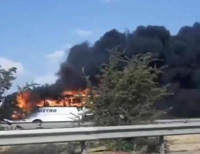 Izmir'de Yolcu Otobüsü Alev Alev Yandi