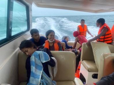 Kamboçya Açiklarinda Tekne Yandi Açiklamasi 1 Ölü