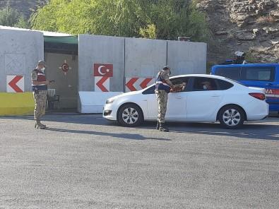 Kebanda Jandarma Uygulama Yapip Vatandasin Bayramini Kutladi