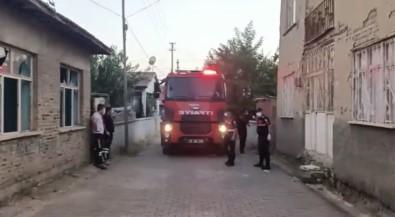Komsular Bayramlasmaya Gidince Yasli Adamin Evinde Öldügü Ortaya Çikti