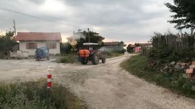 Muhtar Köyü Sineklere Karsi Ilaçliyor