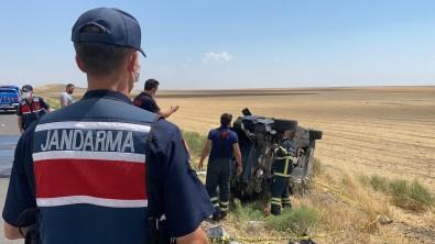 Takla Atarak Hurdaya Dönen Otomobilde 2 Ölü, 4 Yarali