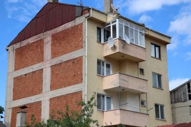Belediyenin Asçisi Apartmanin Terasinda Ölü Bulundu