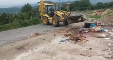 Çevreye Atilan Kurbanlik Atiklari, Belediye Ekiplerince Temizlendi