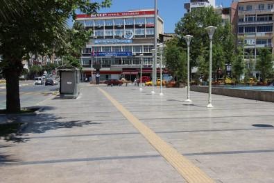 Efeler'de Sicak Hava Bunaltti, Sokaklar Bos Kaldi
