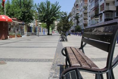 Izmir'de Sahiller Doldu, Kent Merkezi Bos Kaldi
