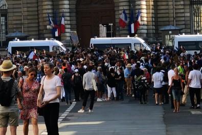 Paris'te Asi Karsitlarindan Senato Önünde Protesto
