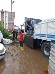 Rize'deki Selzedelere Destek Olan Kizilay Artvin'e De Uzman Ekiplerini Gönderdi