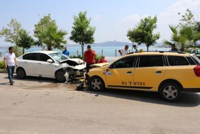 Taksiyle Otomobil Kafa Kafaya Çarpisti Açiklamasi 3 Yarali