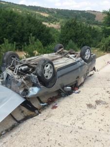 Yoldan Çikan Otomobil Sarampolde Takla Atti Açiklamasi 2 Yarali