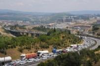 Bayram dönüşü trafik felç!