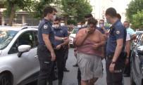 Gaziosmanpasa'da Otomobil Karsiya Geçen Yayalara Çarpti Açiklamasi 1'I Agir 3 Yarali