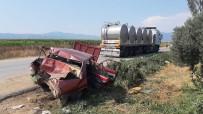 Izmir'de Tir Otomobili Metrelerce Sürükledi Açiklamasi 3 Yarali