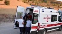 Sivas'ta Sünnet Dügünü Konvoyundaki Otomobil Sarampole Devrildi Açiklamasi 3 Yarali