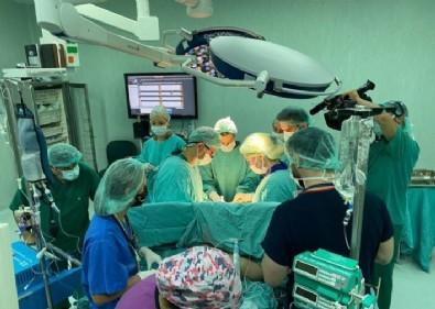 Ameliyatta 40 kişi! Türkiye'de ikinci kez yapılıyor