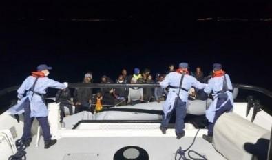 İzmir'de Yunanistan unsurlarınca Türk kara sularına geri itilen 388 sığınmacı kurtarıldı