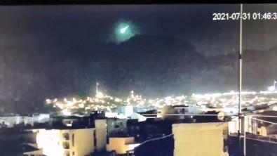 Bu da oldu! İzmir'e devasa meteor düştü