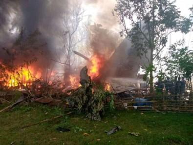 Filipinler'de askeri uçak düştü!