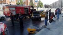 SÜLEYMAN DEMİREL - Ihbara Giden Itfaiye Araci Taksi Ile Çarpisti Açiklamasi 2 Yarali