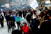YENİ ANAYASA - Sili'de Yeni Anayasa Çalismalarinin Ilk Oturumunda Protestolar Patlak Verdi