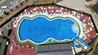 DEVRIM - Tunceli'de Sicaktan Bunalan Vatandaslar Havuza Kostu, Görüntüler Ege Ve Akdeniz'i Aratmadi