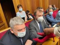 PROTESTO - Ukrayna Meclisinde Savunma Bakanina Topuklu Ayakkabi Hediye Edildi