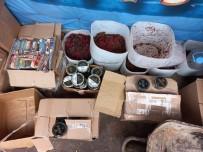 KAÇAK - Beykoz'da Kaçak Nargile Tütünü Operasyonu Açiklamasi 5 Ton Tütün Ele Geçirildi