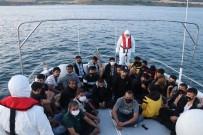 YUNANISTAN - Çanakkale'de 68 Düzensiz Göçmen Kurtarilirken, 4 Göçmen Kaçakçisi Yakalandi