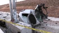 POLİS - Aksaray'da Otomobil Sarampole Devrildi Açiklamasi 2 Ölü, 1 Yarali