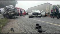 POLİS EKİPLERİ - Bursa'da Hafif Ticari Araç Ile Otomobil Çarpisti Açiklamasi 4 Ölü, 5 Yarali