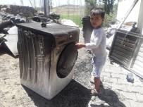 SU  - Buzdolabi Patlayan Ev Harabeye Döndü