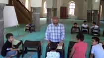 SU  - Gaziantep'te 3 Hafta Önce Dogan 'Dünya' Bebek, Ailesini Bekliyor