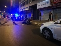 POLİS MEMURU - Izmir'de Motosiklet Otomobile Çarpti Açiklamasi 1'I Polis, 2 Yarali