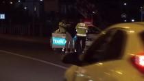 POLİS EKİPLERİ - Kars'ta Otomobilin Çarptigi Hala Ve Yegeni Yaralandi