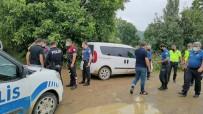 POLİS EKİPLERİ - Nefes Kesen Kovalamaca Sirasinda Polis Otosuna Çarpip Kaza Yapan Süpheli Yakalandi