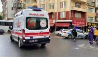 POLİS EKİPLERİ - Ters Yönden Giden Servis Minibüsü Motosikletli Kuryeyle Çarpisti