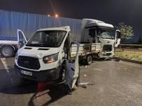 POLİS - Tir Kamyonete Çarpti Açiklamasi 3 Yarali
