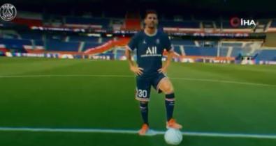 Lionel Messi resmen PSG'de!